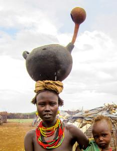 Desenech woman with clay pot